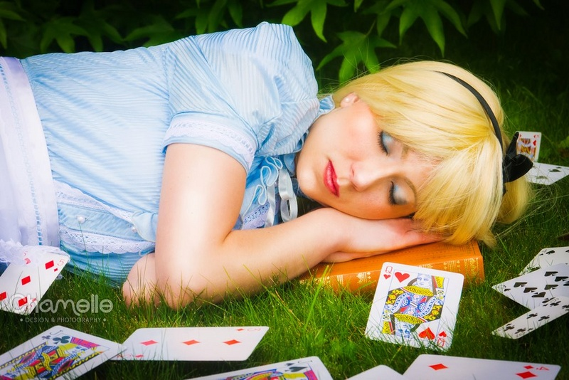 alice_in_wonderland_sleeping_cards_queen_cosplay_by_chamellephoto-01