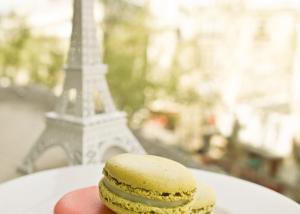 macarons-paris-eiffeltower-chamellephoto-01