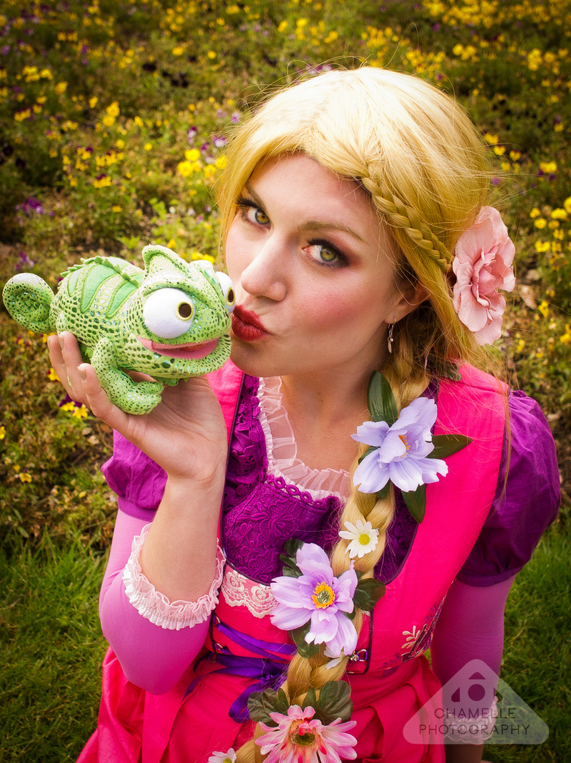 rapunzel_raiponce_fairytale_cosplay_by_chamellephoto-03