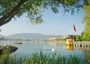 sunny-morning-lake-geneva-chamellephoto