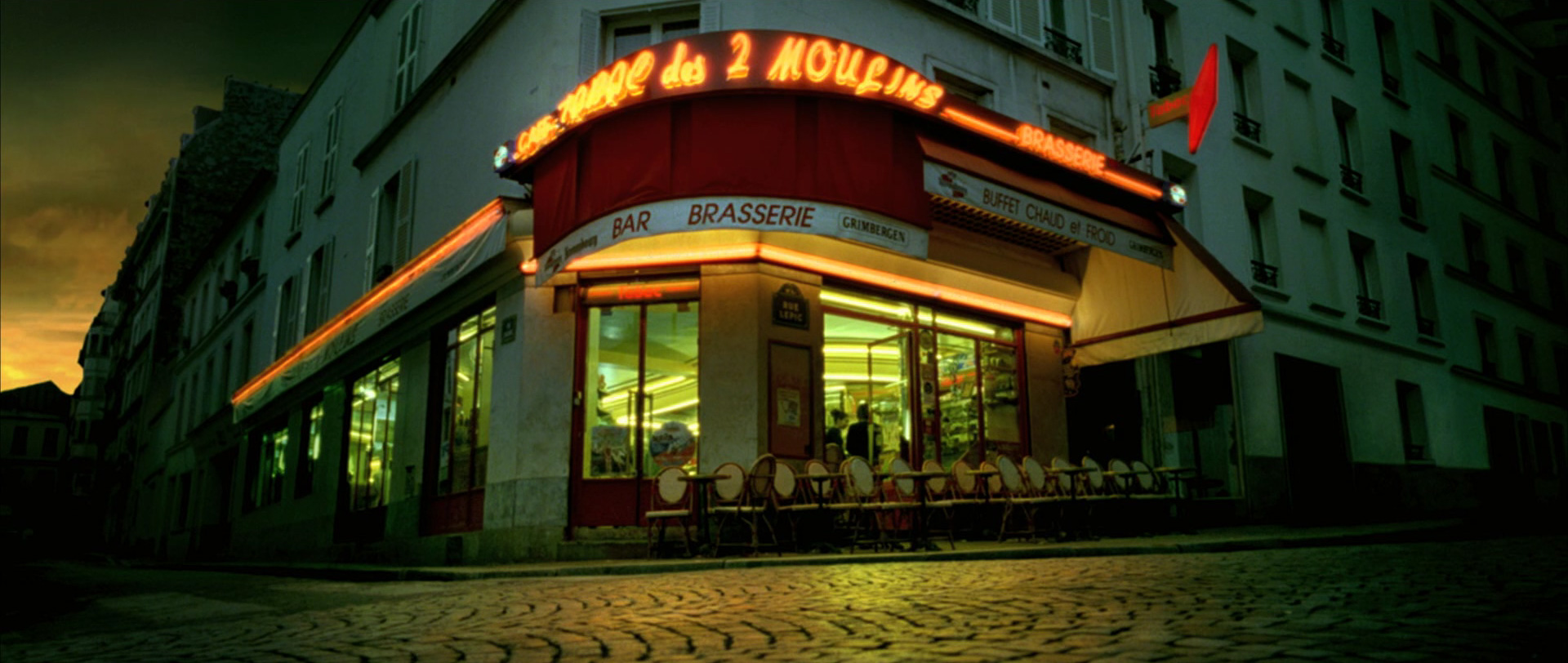 Amelie Poulain film locations Montmartre Paris France travel screenshots Cafe des deux Moulins