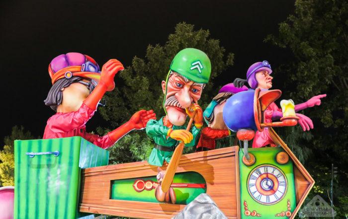 Carnaval de Nice / Nice Carnival - Corso carnavalesque illumine - Night Parade of Lights - France Travel Blog